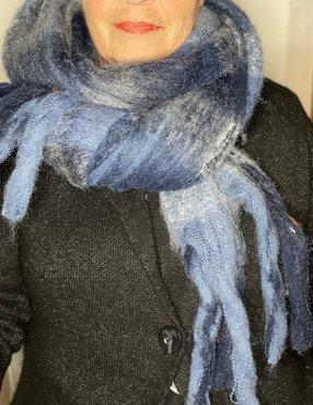 Dikke blauwe acryl sjaal