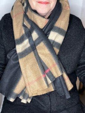 Bruin/zwart/rode ruit patroon sjaal